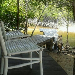 Photo taken at The Blue Sky Resort Koh Payam (เดอะบลูสกายรีสอร์ท เกาะพยาม) by MoN on 3/3/2012