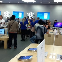 Photo taken at Apple Store, Chermside by Sharon O. on 5/5/2011