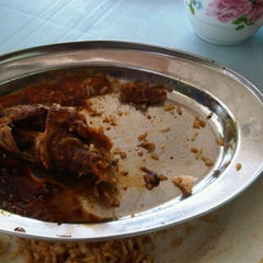 Photo taken at Warong Baroka (Pecal Lele & Pecal Ayam) by Herdyana H. on 12/14/2011