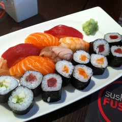 Photo taken at Sushi Fusion by comerJapones.com on 6/9/2011