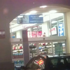 Photo taken at Walgreens by Kirn G. on 10/22/2011