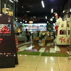Photo taken at Cómodo Tienda y Fábrica de Diseño by Christian E. on 11/13/2011