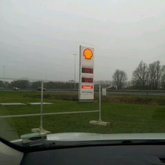 Photo taken at Shell De Lucht-Oost by Klaas G. on 11/25/2011