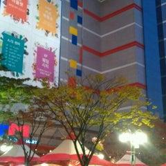 Photo taken at 이마트 (emart) by Jeanne Jihyun K. on 10/30/2011