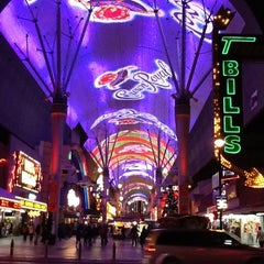 Photo taken at Fremont Street Flightlinez by Seth B. on 12/9/2011