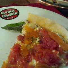 Photo taken at Divina Comédia Pizza Bar by Andrea T. on 11/27/2011