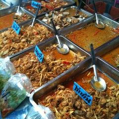 Photo taken at ตลาดไร่วนาสินท์ by Sittichai L. on 2/13/2012