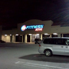 Photo taken at 24 Hour Fitness by Ryo H. on 2/14/2012