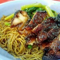 Photo taken at Restoran Puchong Fatt Kee by JL® on 7/31/2015