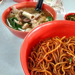 Photo taken at Restoran Puchong Fatt Kee by JL® on 9/29/2014