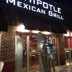 Photo taken at Chipotle Mexican Grill by Luis on 11/1/2012