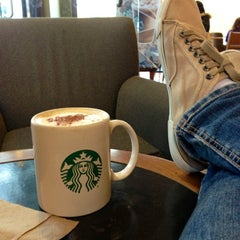 Photo taken at Starbucks by Héctor M. on 7/8/2013