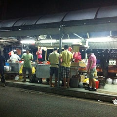 Photo taken at Jalan Ipoh Curry Mee by Harmonie W. on 6/9/2013