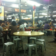 Photo taken at Heng Kee Bak Kut Teh 兴记肉骨茶 by Jorge B. on 1/15/2013