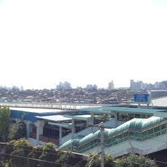 Photo taken at 신이문역 (Sinimun Station) by Soratopapa S. on 10/22/2013