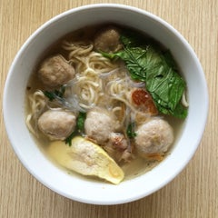 Photo taken at Mie Bakso Mr. Blangkon by Nevespugly on 9/16/2014