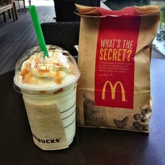 Photo taken at Starbucks (สตาร์บัคส์) by Paloyy &. on 7/18/2013