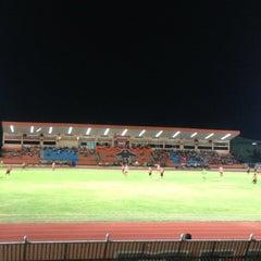 Photo taken at สนามกีฬากลางจังหวัดประจวบคีรีขันธ์ by Beer Sood D. on 4/3/2013