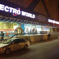 Photo taken at Electroworld İzmit by Tuğba U. on 5/13/2013