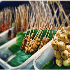 Photo taken at Sate Padang Triadi by Ary R. on 9/19/2012