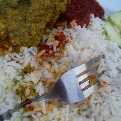Photo taken at Barakat Tomyam Seafood by Anis A. on 3/24/2013