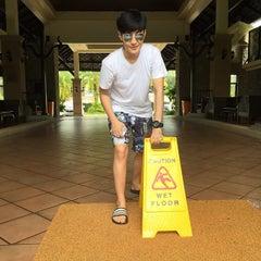 Photo taken at Khaolak Seaview Resort & Spa (เขาหลักซีวิวรีสอร์ทแอนด์สปา) by Aimvika M. on 6/17/2015