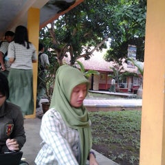 Photo taken at SMA Negeri 1 Giri by Nirmala P. on 6/13/2013