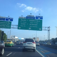 Photo taken at ทางพิเศษศรีรัช ส่วน C (Si Rat Expressway Sector C) by Witchanee P. on 11/3/2013