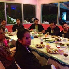 Photo taken at วรา ปลาเผา อาหารไทย-อีสาน by Jittanart P. on 3/7/2013