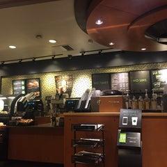Photo taken at Starbucks by 권간지프로님 on 10/13/2015