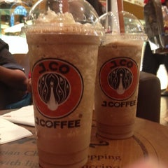 Photo taken at J.Co Donuts & Coffee by Melwin cliff C. on 1/31/2014