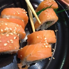 Photo taken at Sushi Itto by Alejandro B. on 11/19/2013