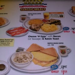 Photo taken at Waffle House by david g. on 8/7/2013