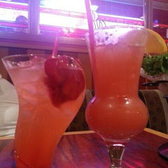 Photo taken at Red Robin Gourmet Burgers by Gabriel W. on 12/15/2012