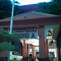 Photo taken at Gedung B Fakultas Hukum UNAIR by ahmad z. on 11/8/2013
