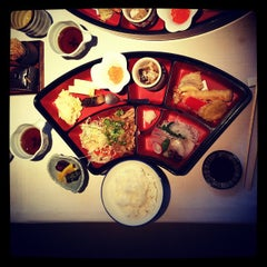Photo taken at Hachi Restaurant by Gary C T. on 12/18/2014