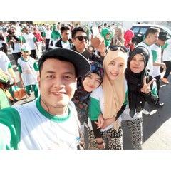 Photo taken at Lapangan Karebosi by Muhammad C. on 7/26/2015
