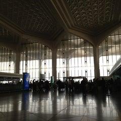 Photo taken at King Fahd International Airport (DMM) مطار الملك فهد الدولي by Sophy .. on 5/24/2013