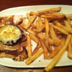 Photo taken at LongHorn Steakhouse by Heather R. on 8/29/2013