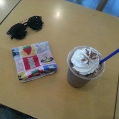 Photo taken at EDIYA COFFEE by szz on 7/2/2015