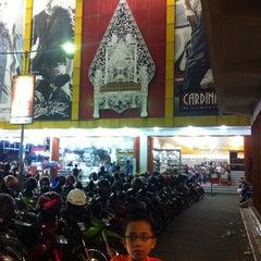 Photo taken at Sultan Keraton Mojopahit by Win W. on 5/5/2013