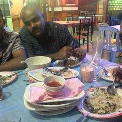 Photo taken at Barakat Tomyam Seafood by Hafiz A. on 11/11/2013