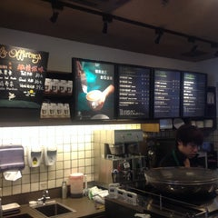 Photo taken at 星巴克 | Starbucks by Gregory S. on 8/16/2014