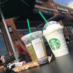 Photo taken at Starbucks by Jobina 🍹 N. on 4/6/2015