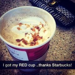 Photo taken at Starbucks by Jobina 🍹 N. on 11/10/2014