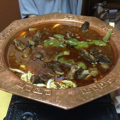 Photo taken at Taste Good Beijing Cuisine 京味轩 by Lan X. on 8/23/2014