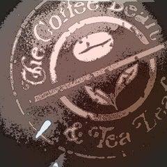 Photo taken at The Coffee Bean & Tea Leaf by Jun P. on 3/29/2013