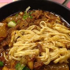Photo taken at Kau Kee Restaurant 九記牛腩 by Bobby C. on 4/24/2013