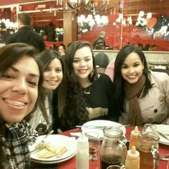 Photo taken at Cia do Sabor Pizzaria by Gabriela T. on 6/20/2015
