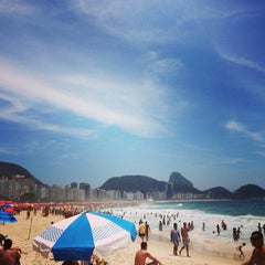 Photo taken at Barraca do Ray 149 - Copacabana by Hugo P. on 1/19/2013